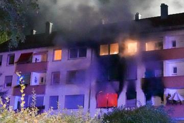 Zwei Verletzte nach heftigem Brand in Mehrfamilienhaus