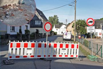 Laster rammt Haus: Umleitungsstrecke von B173 dicht