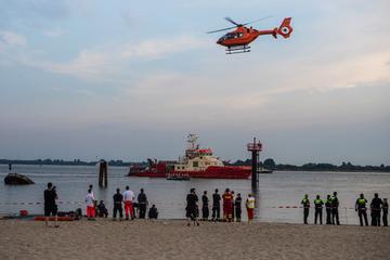 15-Jähriger von Strömung mitgerissen: Suche in der Elbe abgebrochen