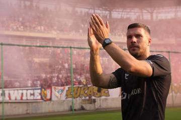 Emotionaler Pyro-Empfang für Lukas Podolski in Polen!