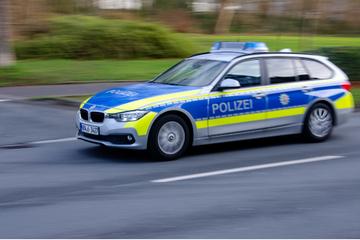 Köln: Mercedes-Fahrer rast durch Köln-Kalk: Flucht vor Polizei endet mit Unfall