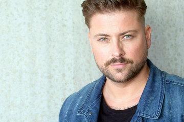 GZSZ-Star Felix von Jascheroff packt über seine Lieblings-Liebelei im Kolle-Kiez aus
