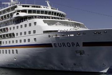 """Notfall auf der """"MS Europa"""": Mann geht bei Sturm über Bord"""