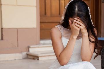 Braut ist traurig, da ihre Freundin nicht zur Hochzeit kommen kann: Dann passiert etwas Magisches