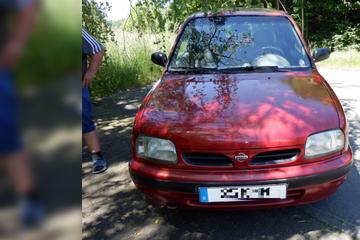 Skurriles Kennzeichen: Polizei wird bei diesem Auto sofort misstrauisch