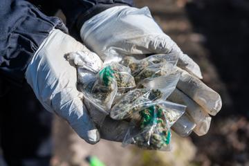 Lastwagen kracht in Wohnmobil: Drogen ergießen sich auf Autobahn