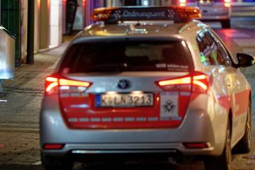 Köln: Illegaler Rave im Kölner Fort X: Mann schlägt auf Ordungsamt-Mitarbeiter ein!