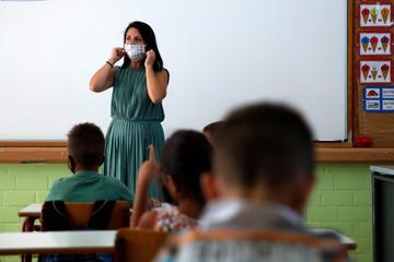 Lehrer unter Beschuss von Corona-Leugnern und kritischen Eltern