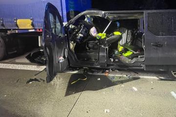 Unfall A14: Laster schleift Transporter 150 Meter mit: 58-Jähriger bei Unfall auf A14 schwer verletzt