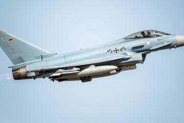 Frankfurt: Lauter Knall in und um Frankfurt: Eurofighter der Bundeswehr waren im Einsatz