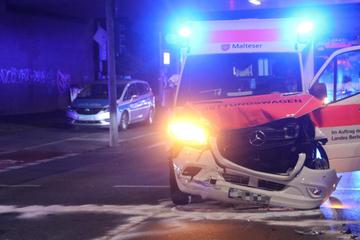 Unfall im Berliner Norden: Rettungswagen im Einsatz brettert in einen SUV