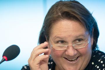 Bildungsministerin Schopper bekommt nach Spruch Pakete mit Taschentüchern