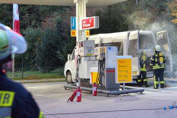 Sprinter geht beim Tanken in Flammen auf! Fahrer erleidet Verbrennungen