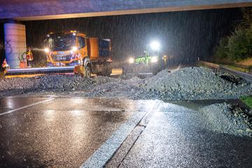 Erdrutsch nach Unwetter auf A4: Mehrere Tonnen Geröll blockieren die Autobahn