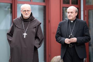 Köln: Untersuchung von Woelki-Fehlern beendet: Visitatoren von Papst Franziskus verlassen Köln