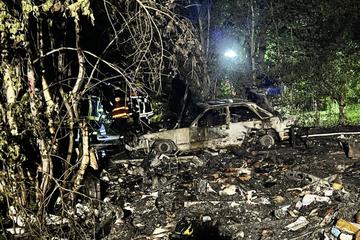 Feuer wütet auf Campingplatz: Wohnwagen zerstört