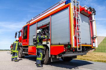 Unfall A3: Schwerer Unfall auf A3 in Leverkusen: Auto zwischen zwei Lastern eingeklemmt