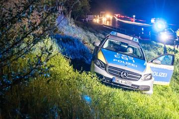 Unfall A8: Polizist verletzt: Streifenwagen landet im Straßengraben der A8