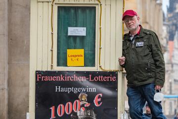 Dresden: Zehn Jahre lang unterstützte er die Frauenkirchen-Lotterie: Rentner will Los-Bude loswerden