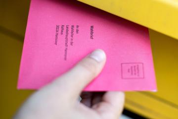 Briefwahl statt Urne: Bis wann muss der Umschlag eigentlich eingeworfen werden?