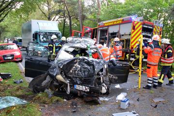 Überholmanöver missglückt: Schwerer Unfall auf Landstraße