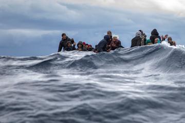 Dutzende Menschen im Mittelmeer aus Seenot gerettet