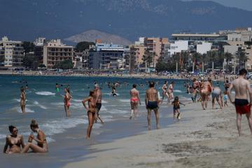 Nach rund 1000 Infektionen von Schülern: Mallorca macht klare Ansage an Urlauber!
