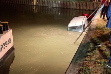 Feuerwehreinsatz in NRW: Vermutlich gestohlenes Auto treibt im Wasser