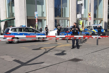 Berlin: Mensch zündet sich auf Berliner Alexanderplatz an!