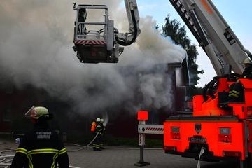 Hamburg: Großeinsatz in Hamburg: Feuer in Flüchtlingsheim ausgebrochen