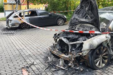 Parkende Autos in Sachsen-Anhalt abgefackelt: War es Brandstiftung?