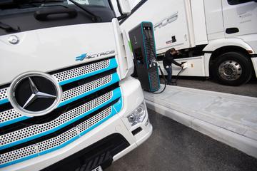 Serienproduktion startet: Mercedes präsentiert seinen Elektro-Laster