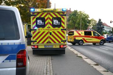 Motorrad erfasst Fußgänger in Dresden: Krankenhaus!