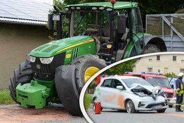 Auto kommt in die Gegenspur: Renault kracht mit Traktor zusammen!
