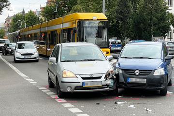 Unfall auf der Borsbergstraße: Verkehrsader in Richtung Striesen blockiert