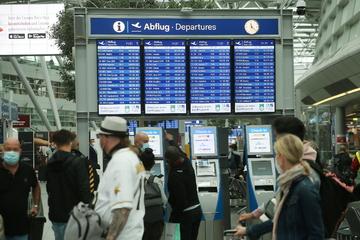 Notfall am Düsseldorfer Flughafen! Mann bricht zusammen und bleibt reglos liegen