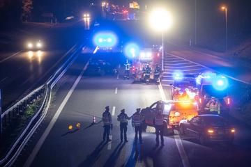 Auto kracht in Leitplanke: 51-Jähriger lebensgefährlich verletzt