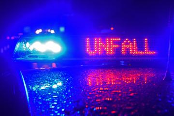 Unfall A5: Motorradfahrer stirbt nach schlimmem Unfall: A5 voll gesperrt