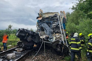 Schweres Zugunglück in Tschechien: Mindestens drei Tote, dutzende Verletzte