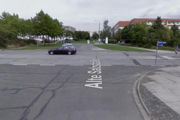 Klinik! Rentner übersieht Kradfahrer (18), der überschlägt sich und erwischt einen Radfahrer