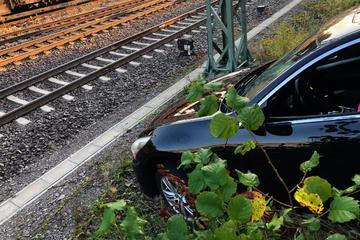 Dumm gelaufen: Besoffener Nissan-Fahrer verwechselt Vorwärts- und Rückwärtsgang