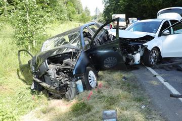 Skoda und Mercedes kollidieren bei Moritzburg: zwei Verletzte