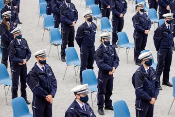 2750 Polizei-Anwärter in Köln vereidigt - Personallücke weiter enorm