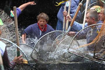 Schluss mit Diskriminierung bei Brauchtums-Fischen! Verein darf Frauen nicht mehr ausschließen