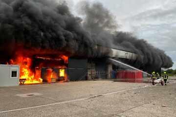 Großbrand in Papenburg! Mehr als 100 Feuerwehrkräfte im Einsatz