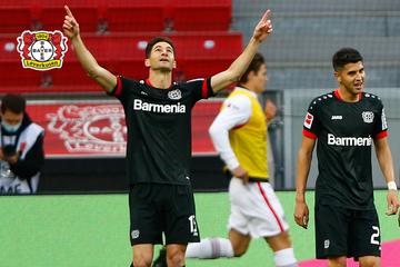 Sirenen-Lärm beim Top-Spiel: Fans von Leverkusen und Frankfurt suchen Streit, Polizei muss eingreifen