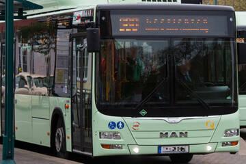 Maskenmuffel attackiert Busfahrer, Polizei erlebt Überraschung bei Festnahme