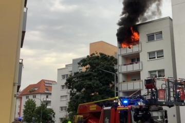Gasgrill auf Balkon fängt Feuer: Grillabend endet im Flammeninferno