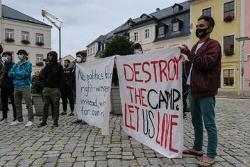 Demo im Erzgebirge: Bewohner fordern Schließung von Asylheim