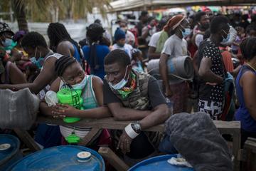 Zu wenige Boote: In diesem Ort stecken Tausende Migranten fest